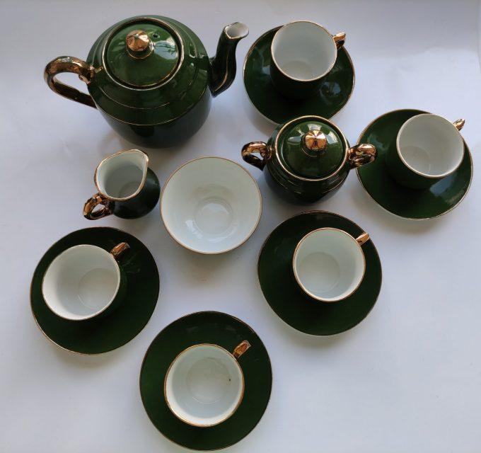 Koffie of Mokka of Kinder servies? Groen Wit met Gouden randen. 9 delige Set 1